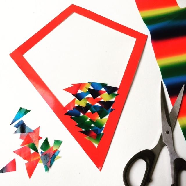 Schnipseldrache fensterbild gratis anleitung vorlage - Fensterbilder transparentpapier ...