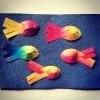 Anleitung Regenbogenfisch mit gewebter Flosse